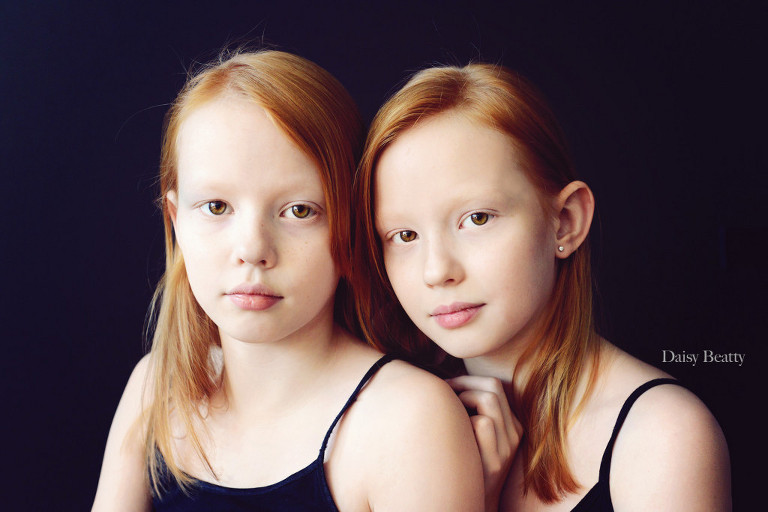 headshot of identical twin child models in nyc by daisy beatty