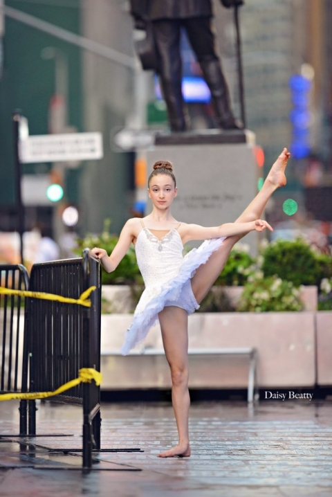 a ballet dancer in times square by nyc dance photographer daisy beatty