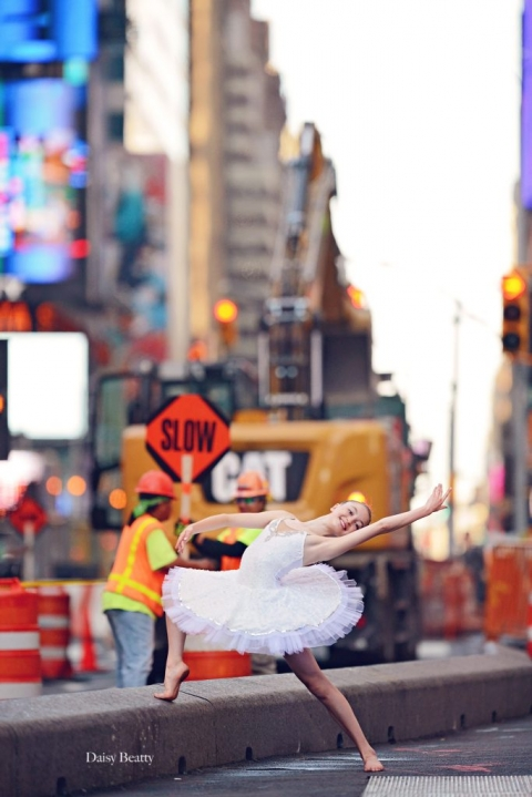 dance photography nyc by daisy beatty - a ballet dancer in times square
