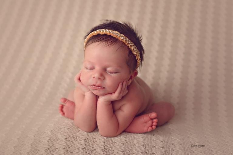 newborn baby photography by manhattan newborn photographer daisy beatty
