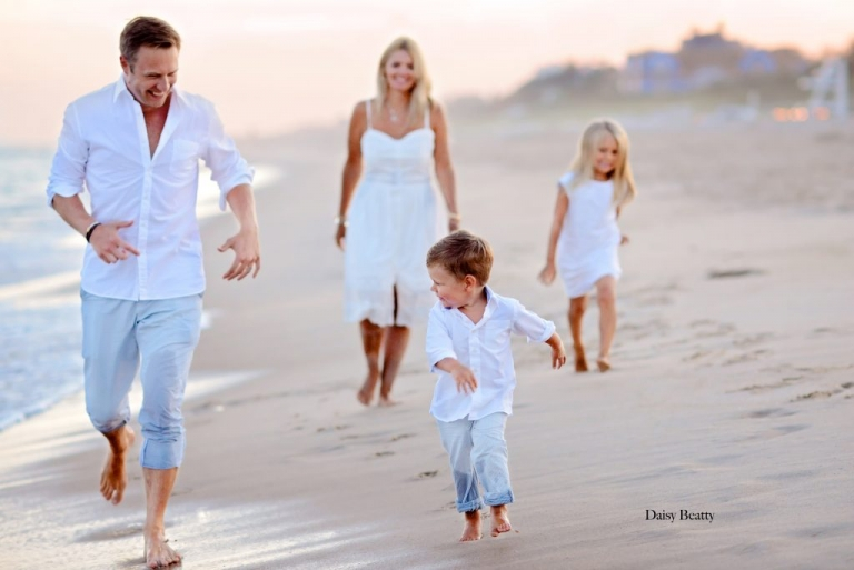 professional family photos on a beach in the hamptons by NYC family photographer daisy beatty