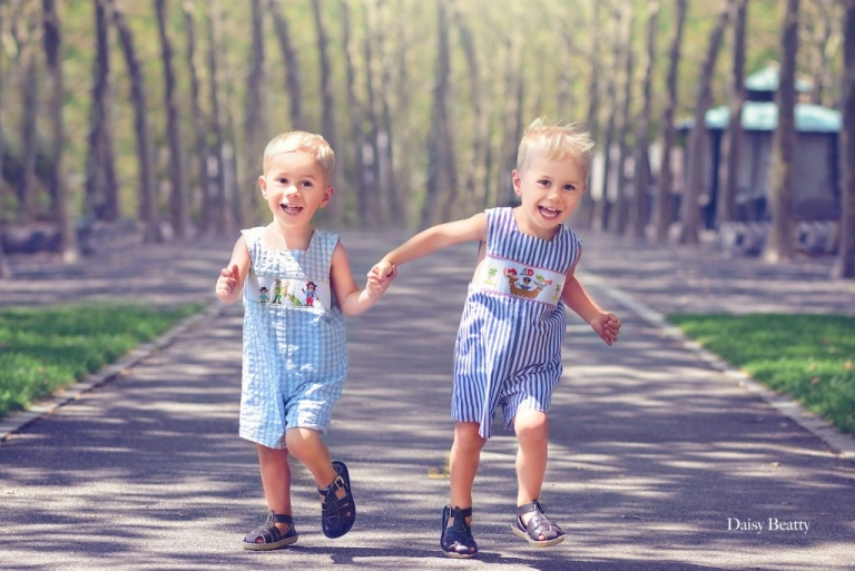 portrait of identical twin toddlers in hoboken ny by nyc family photographer daisy beatty