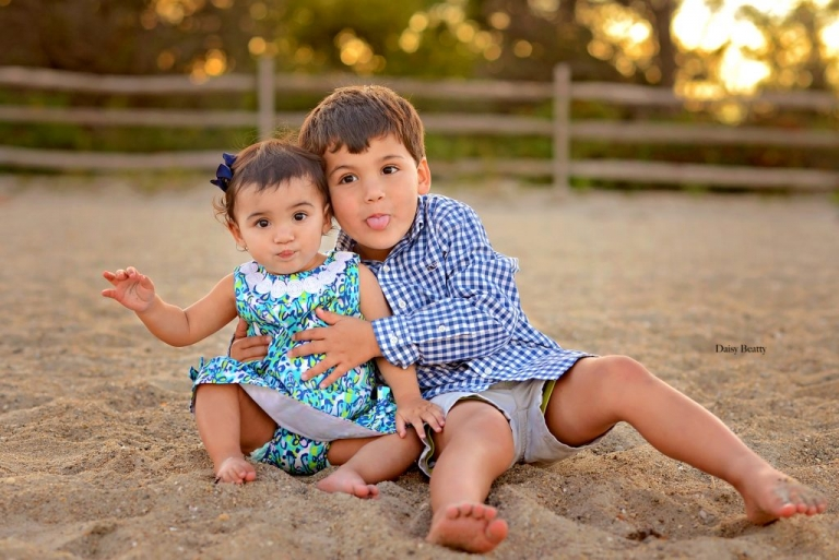 one year old photo shoot with big brother in old greenwich ct beach by daisy beatty