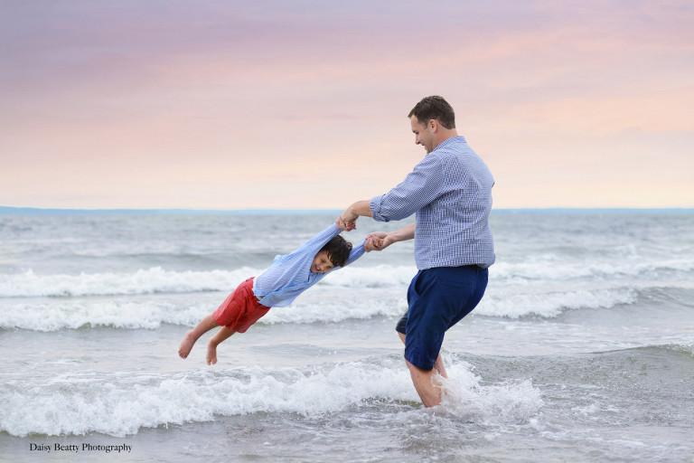 family-beach-photography-hamptons-daisy-beatty