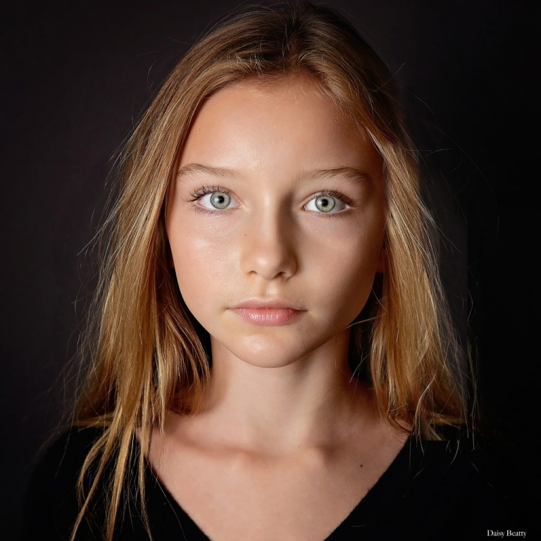 headshot of child model alexandra lenarchyk by daisy beatty photography