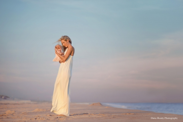 beautiful-family-beach-photographer-hamptons-daisy-beatty