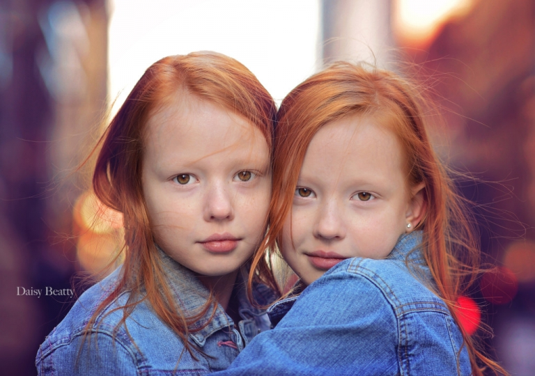 close up headshot of twin girls in nyc by daisy beatty photography