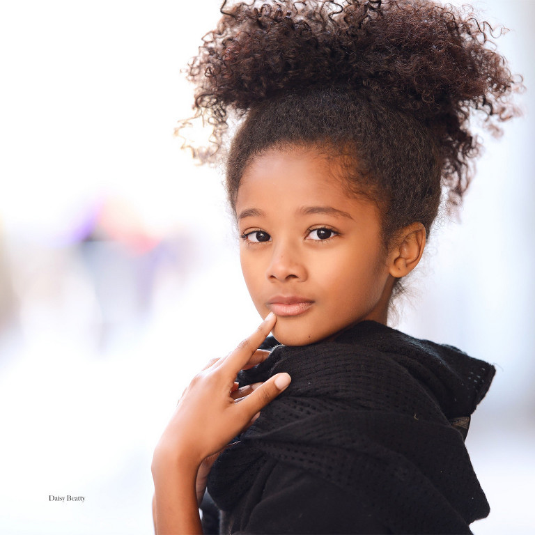 child model headshot in midtown manhattan ny by daisy beatty photography
