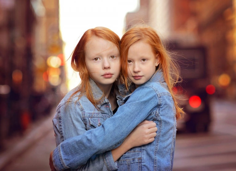 portrait of identical twin girls in nyc by daisy beatty