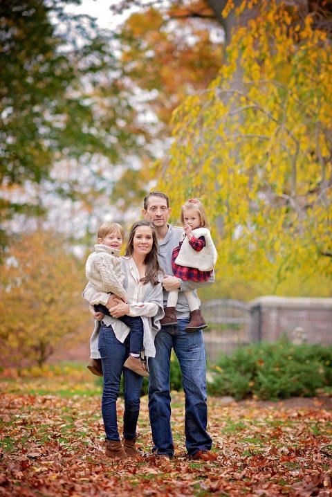 a fall family mini shoot in nyc by daisy beatty photography