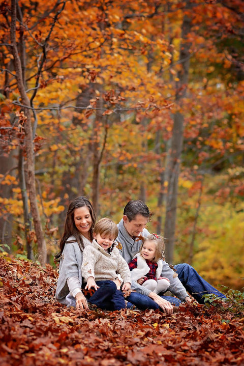 fall family portrait mini shoot in greenwich ct by nyc photographer daisy beatty