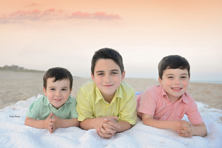 family portraits at the beach in the east hampton ny by hamptons photographer daisy beatty