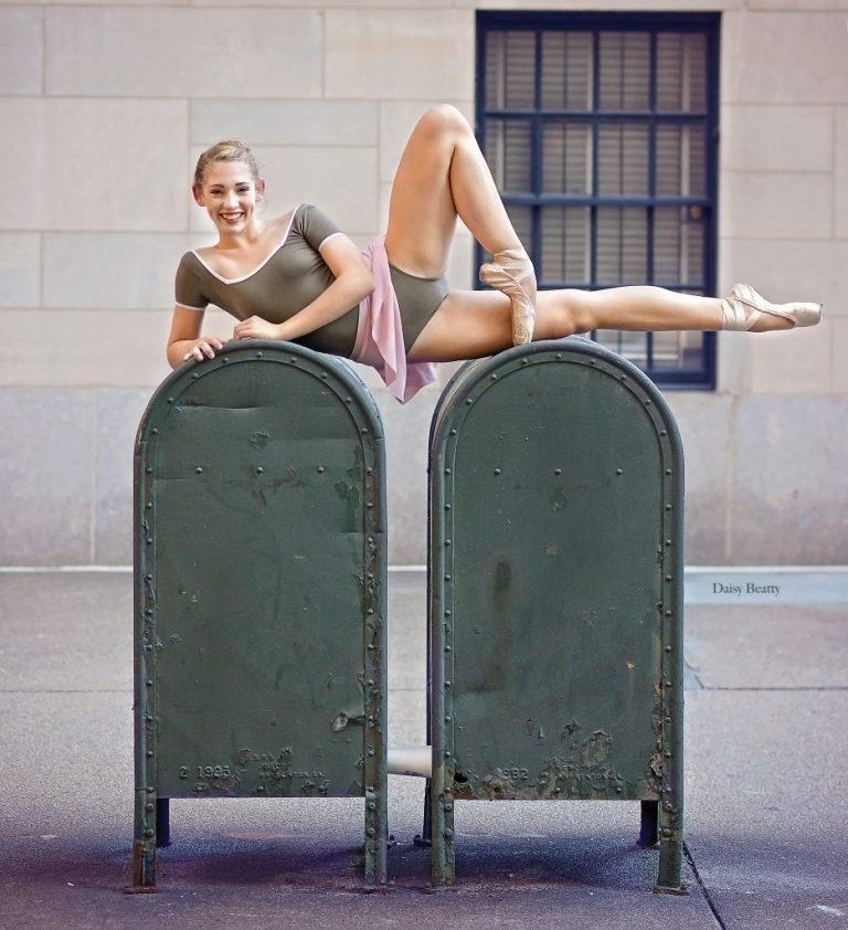 portrait of a ballet dancer in downtown manhattan by dance photographer nyc daisy beatty