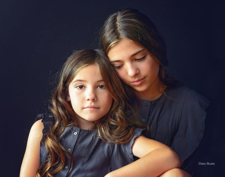 portrait of sisters madison kirk and bella kirk in nyc by manhattan family photographer daisy beatty