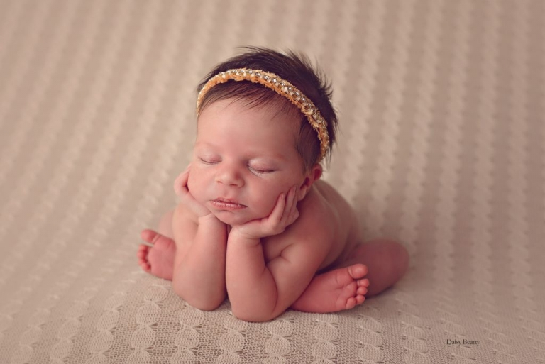 newborn baby photography by manhattan newborn photographer daisy beatty