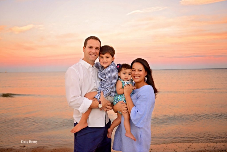 family photos at sunset in greenwich ct by nyc family photographer daisy beatty