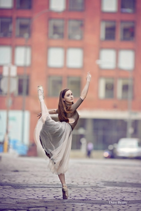 a dancer in manhattan by ballet photographer nyc daisy beatty