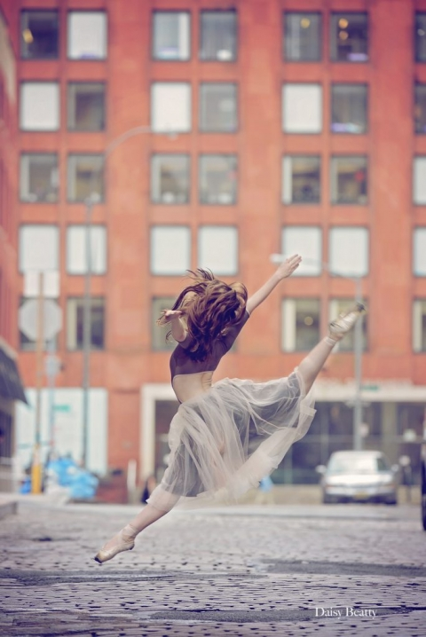 ballet dancer in tribecca manhattan by daisy beatty photography