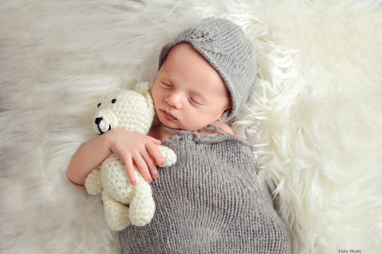 newborn photography at home in manhattan by daisy beatty photography