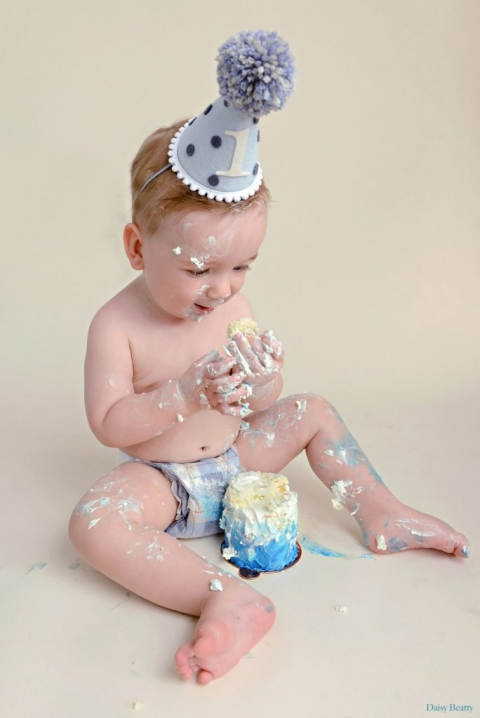 manhattan cake smash session by hamptons family photographer daisy beatty