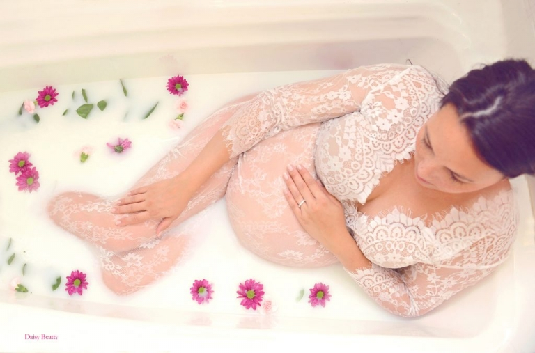 maternity milk bath photography nyc by daisy beatty photography