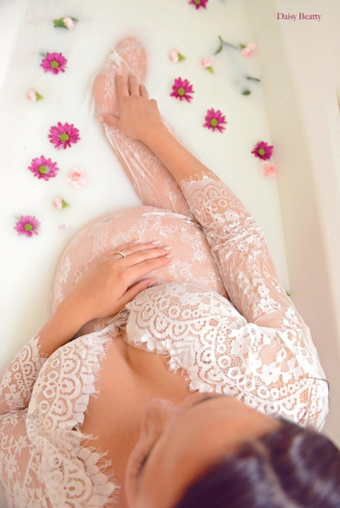 nyc maternity milk bath photography by daisy beatty