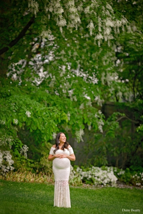 maternity shoot in central park nyc by manhattans best pregnancy photographer daisy beatty