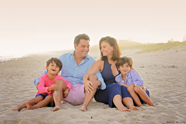 family mini sessions on the beach in greenwich ct by daisy beatty