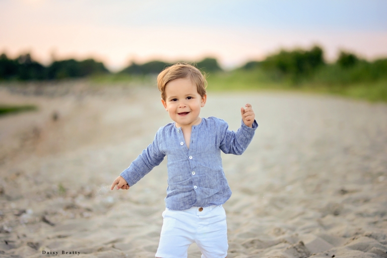 Child portrait at the beach by Greenwich photographer Daisy Beatty