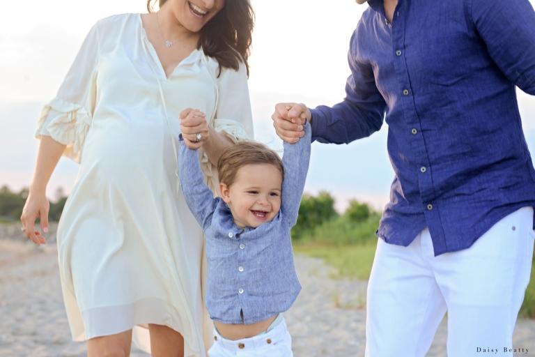 Family Photoshoot at the beach with maternity photographer Daisy Beatty