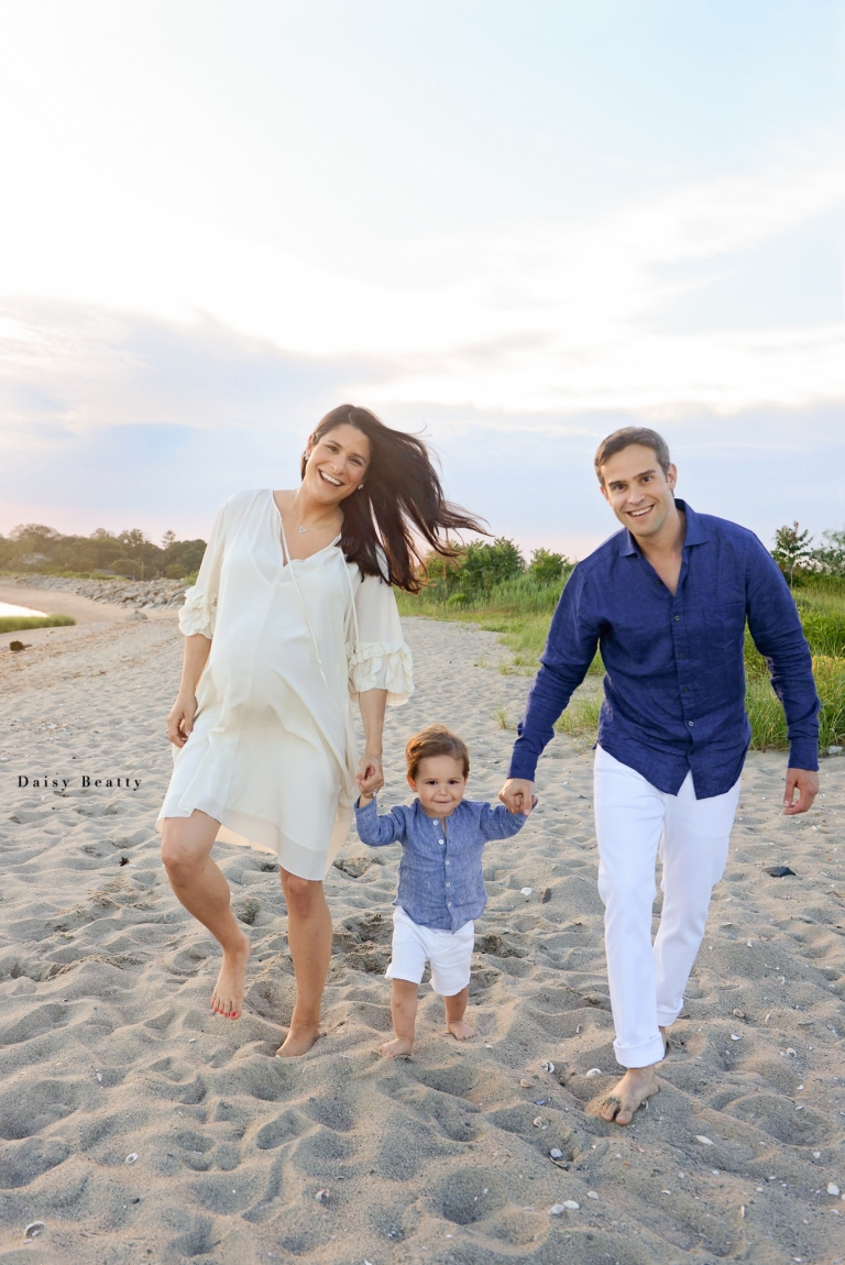 family portrait at the beach in fairfield ct by daisy beatty photography