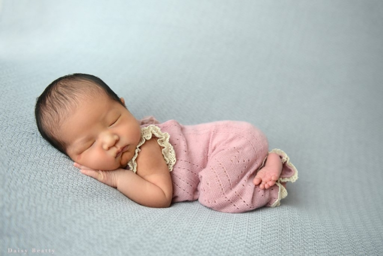 Newborn photographer daisy beatty doing at home newborn shoot in brooklyn.