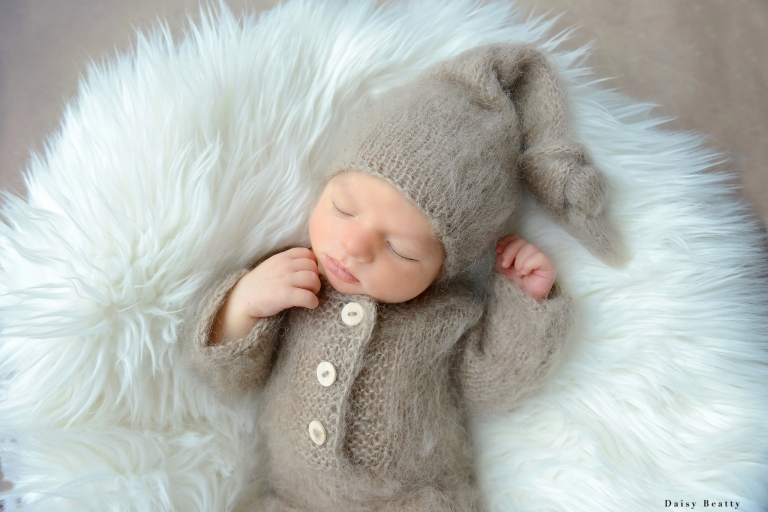 professional newborn photo shoots at home brooklyn and manhattan by daisy beatty