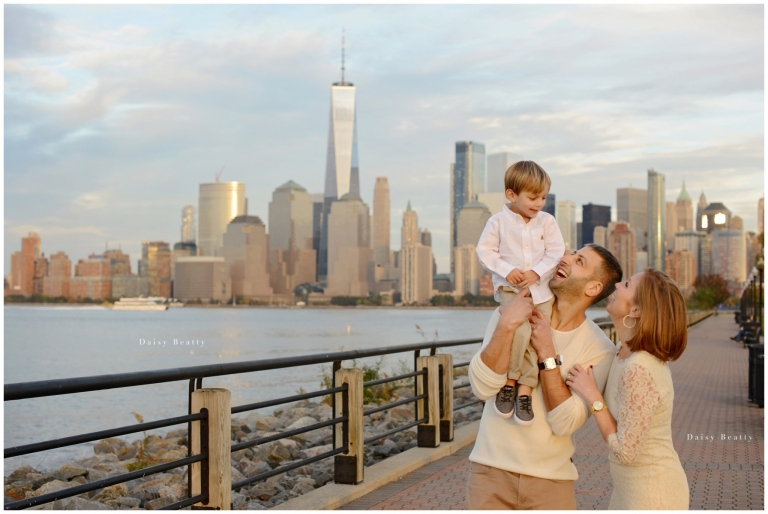 New York city family photographer has photoshoot in jersey city by the Hudson River.