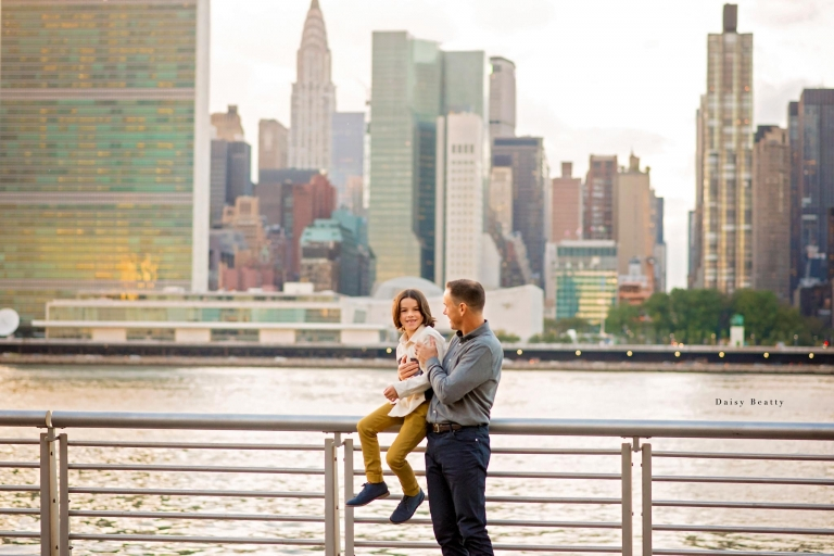 relaxed and candid family photo shoot in nyc by daisy beatty