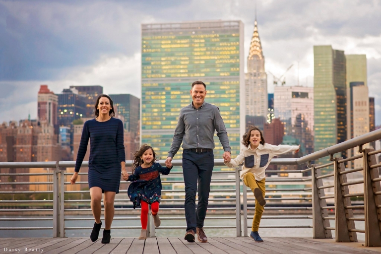 family photo session with manhattan skyline at sunset by nyc photographer daisy beatty