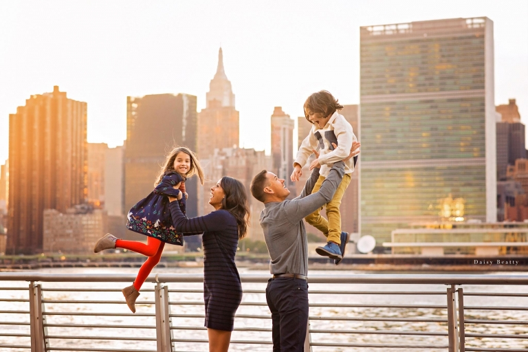 Sunset family photo session in nyc with views of the manhattan skyline by daisy beatty photography