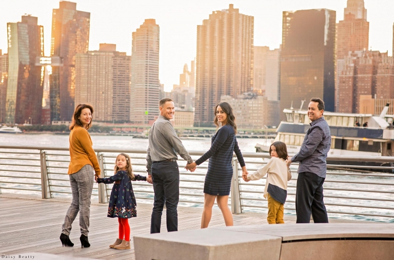family photo session with a large familly in nyc